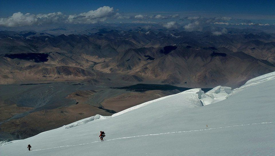 Descending Mustagh Ata ( 7546m ) in the Pamirs in Xinjiang province of China