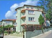 http://www.sunny-rentals.co.uk/accommodation/bulgaria.asp
