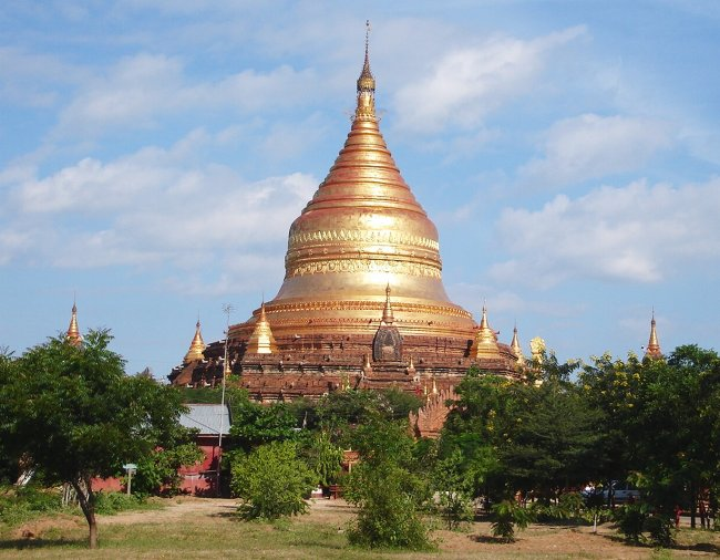 Photo Gallery of the Temples of Bagan in Northern Myanmar ( Burma )