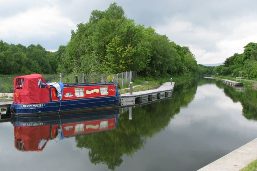 Photographs and route map of the Forth and Clyde Canal ...: http://www.caingram.com/Scotland/Pic_htm/forth_clyde_canal.htm